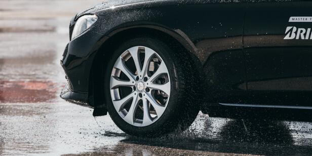 Tesztgyőztes lett a Bridgestone gumiabroncsa, ami az autósok kívánságai alapján készült
